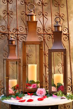 The #bevolo Governor Pool House Lantern elegantly decorated for #ValentinesDay. #gift
