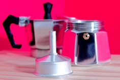 Recordá nunca golpear el embudo! A la hora de limpiar tu cafetera Volturno, es importante que recuerdes nunca golpear el embudo, la integridad estructural de éste es importante para un correcto funcionamiento.