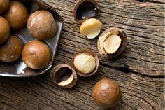 Mango-Macadamia nøddedip - http://nemaftensmad.com/mango-macadamia-noeddedip/ Det bliver snart weekend. Mangler du noget at dippe i som adskiller sig lidt ud fra det almendelig? Tjek lige den her