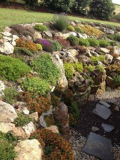 Podívejte se na tyto fantastické návrhy a nápady rockové zahrady. #GardenPhotography