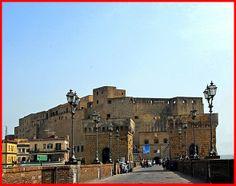 Napoli Castel dell'Ovo, Campania. 40°49′41.66″N 14°14′50.24″E