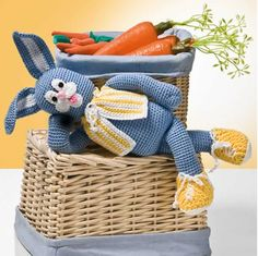 It is a website for handmade creations,with free patterns for croshet and knitting , in many techniques & designs. Crochet Rabbit, Handicraft, Minions, Diy And Crafts, Dinosaur Stuffed Animal, Funny Pictures, Bunny, Basket, Knitting