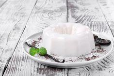 Ένα ελαφρύ και απολαυστικό γλυκό με γιαούρτι Fun Cooking, Panna Cotta, Ethnic Recipes, Food, Vanilla, Recipes, Pots, Dulce De Leche, Essen