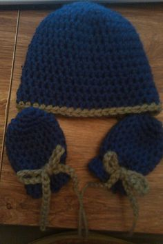 i had been on the search for thumbless newborn mittens from scratching…every one that i made i hadnt gotten to put the cuff on and they were to long and wide..so after so many tries…i came up with my own pattern and size…its a little over 2 inches wide and 3 inches long..(the ones i was making were over 3 inches wide and over 4 inches long before the cuff was crochet on