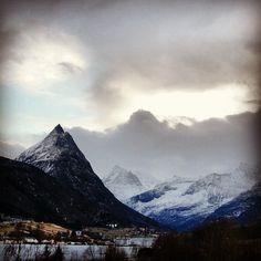 Straumshornet, Sykkylvens landemerke, sett fra Ikornes. #sykkylven #møreogromsdal #visitnorway #i_love_norway Daydream, Norway, Collage, Mountains, Photo And Video, Nature, Travel, Instagram, Collages