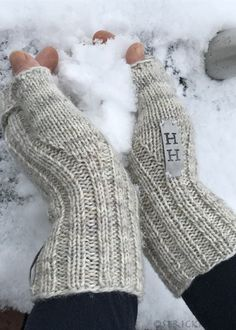 Turbo-fast wrist warmers with instructions / Turbofast Mittens - . Turbo-fast wrist warmers with instructions / Turbofast Mittens - Knitting Needles, Free Knitting, Knitting Socks, Baby Knitting, Knitting Patterns, Crochet Patterns, Odd Molly, Tricot Simple, Wrist Warmers