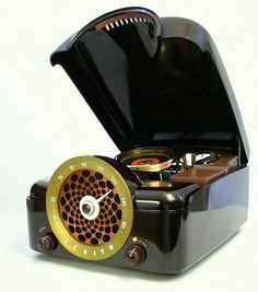 This is a new collection of creative and awesome custom PC cases. In case you missed it, here is our previous collection of Awesome Custom PC Cases. Antique Record Player, Radio Record Player, Record Players, Tvs, Jukebox, Custom Computer Case, Custom Computers, Poste Radio, Retro Radios