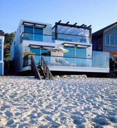 Modern Beach House - nice place and I wish I could see the view !