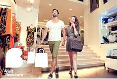 Te gustan las compras y lo sabemos. Para ellos dispones de más de 2.000 tiendas repartidas por todo Benidorm, para todos los gustos y todos los bolsillos. No hay de que preocuparse si pasas todo el día en la playa, nuestros comercios disponen de gran disponibilidad horaria para que los visites cuando quieras. #Benidorm #BeniLovers #VisitBenidorm #Shopping #Tiendas #Compras #BeniShop #VamosdeCompras #Shops Spain Tourism, Tour Guide, Shopping, Women, Raisin, Pockets, Tents, Tourism, Travel Guide