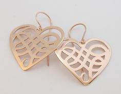 Stylish groovy entwined earrings, Heart earrings with a simple yet gorgeous design in Rose Gold. Beautiful! €100