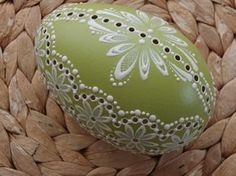 Egg Crafts, Diy And Crafts, Eastern Eggs, Dremel Tool Projects, Egg Shell Art, Carved Eggs, Ukrainian Easter Eggs, Coconut Shell, Egg Art