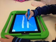 oefenen jouw kleuters al hun pengreep op de ipad? Ipad, Digital Literacy, Tablets, Multimedia, Preschool, Coding, Classroom, Teaching, Fun