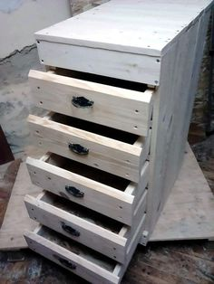 Pallet Chest of Drawers - 100% Pallets | 101 Pallet Ideas