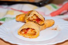 Pesto Croissants mit gegrillter Paprika und Käse