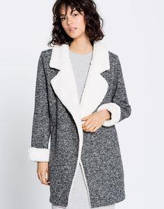Cappotto maglia risvolto pelliccia - Cappotti - Abbigliamento - Donna -  PULL&BEAR Italia