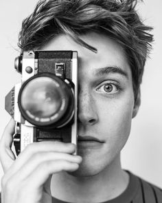 Froy Gutiérrez that's it! Froy Gutierrez, All American Boy, Poses For Men, Drawing People, Handsome Boys, Teen Wolf, Cute Guys, Pretty Boys, Character Inspiration
