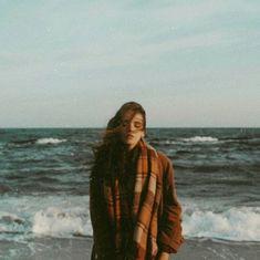 Feeling the waves of the sea, hearing their song motivating me to do better, to be better 💙 Film Aesthetic, Aesthetic Photo, Aesthetic Pictures, L'art Du Portrait, Portraits, Photographie Portrait Inspiration, Film Photography, Photography Aesthetic, Photo S