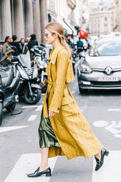 Best Streetstyle Looks of Paris Fashion Week Spring Summer 2018 - Street Style Outfits Men, Fashion Outfits, Fashion Weeks, Street Style New York, Campaign Fashion, Fashion Design Sketches, Street Chic, Street Beat, Paris Street