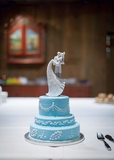 Elegant blue and white wedding cake with piping