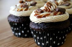 HEATH BAR CRUNCH CUPCAKES   (CHOCOLATE CUPCAKES, TOFFEE FILLING, CARAMEL FROSTING)