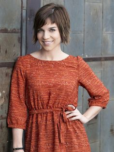 NCIS: Los Angeles (TV show) Renée Felice Smith as Intelligence Analyst Nell Jones - Love her hairstyle!