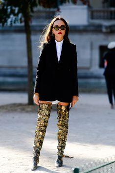 "harpersbazaar: "" The Best Street Style From Paris Fashion Week See the best looks straight off the streets of Paris Fashion Week. Street Style Trends, Look Street Style, Cool Street Fashion, Street Chic, Love Fashion, Womens Fashion, Fashion Design, Street Mall, Paris Street"