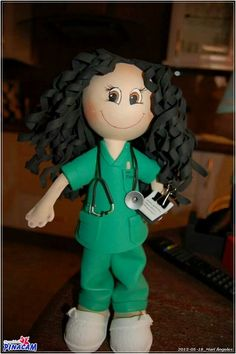 Fofucha enfermera realizada por Mariangeles. #manualidades #pinacam #gomaeva #foamy   www.manualidadespinacam.com