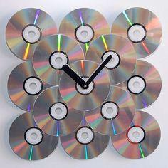 Reloj de CDs reciclados