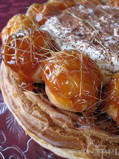 St. Honoré torta - Hozzávalók... ...az alaphoz: 20 dkg leveles tészta (én a könyv alapján készített gyors leveles tésztát használtam, de a bevált bolti is tökély); ...az égetett tésztához*: 1,25 dl víz, 1,25 dl tej, 10 dkg vaj, csipet só, 2 teáskanál cukor, 15 dkg liszt, 4 egész tojás és egy fehérje; ...a vaníliás krémhez: 5+0,5 dl tej, 1 vanília magjai, 3 egész tojás, pici só, 100 g cukor, 50 g liszt; ...a tejszínhabhoz: 2,5 dl tejszín (30%), 1 evőkanál cukor, fél csomag zselatin fix vagy… Food And Drink, Breakfast, Cake, Places, Hampers, Caramel, Morning Coffee, Kuchen, Torte