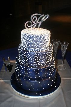 this is such a beautiful cake! for like a new years party or a wedding or something else fancy lol pearl, wedding ideas, blue cakes, wedding cakes, dream wedding, blue weddings, blues, new years, starry nights