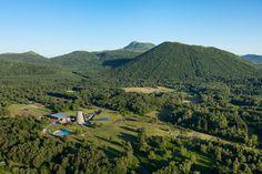 AUVERNIA - FRANCIA Vulcania, parque temático creado por dos geólogos franceses, se encuentra ubicado entre los extintos volcanes del parque natural des Volcans d'Auvergne.
