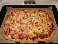Äidin pizzapohja (pellillinen) 2 Lasagna, Bakery, Pizza, Cheese, Ethnic Recipes, Food, Dinner Ideas, Lasagne, Bakery Shops