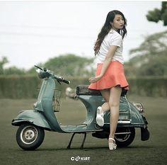 Retro Scooter, Scooter Custom, Lambretta Scooter, Scooter Motorcycle, Retro Motorcycle, Vespa Scooters, Motorcycle Girls, Vespa Girl, Cars Motorcycles
