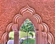 Leela-Palace-Hotel-Arches-India