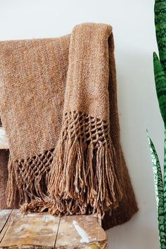 Size: 100 x 200 cm  + 30 cm tassels Fibre: Argentinian 100% llama sheep wool Construction: Hand woven, traditional flat weave, thin thread Note: Being 100% natu