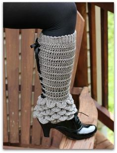 Crocodile Stitch Legwarmers - I don't know what it is but these are cute.