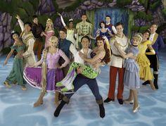 PATINAÇÃO & SONHO. A magia da Disney On Ice volta a São Paulo encantando crianças e adultos. No espetáculo, a fada Sininho guia o público ao longo de momentos clássicos de algumas das histórias mais amadas da Disney. www.flashesfatos.com.br