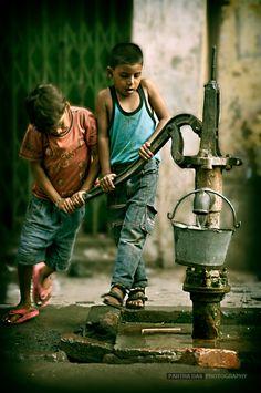 Children at the water pump. India     Picture courtesy: Partha Das