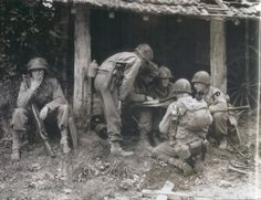 La libération de Saint-Lô: Soldats Américains de la 29th division.