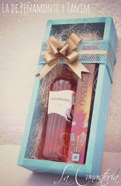 La de Peñamonte y Tanimes un detalle hermoso y original para mujer que aplica perfecto para todo tipo de ocasión como regalo corporativo, navideño o detalle de agradecimiento fino. Incluye botella…