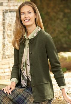 Fashioned in soft merino wool, this Milano knit jacket combines smartness with comfort. It is finished with welt pockets, attractive cable and tubular trims and has a tonal decorative button fastening. Modest Church Outfits, Modest Dresses, Modest Clothing, Vintage Inspired Outfits, Vintage Outfits, Cardigan Verde, English Country Fashion, Mode Country, Mode Bcbg
