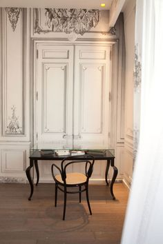 Discover the Art of Pretence in a style that blends Napoleon III with modern design to create a thoroughly luxurious atmosphere! Design Suites, Lounge Suites, Unique Hotels, Space Interiors, Paris Apartments, Love Home, Contemporary Interior, Restaurant Design, Living Spaces