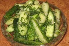 Okurky marinované v česneku s koprem. Vynikající příloha k masu nebo bramborám.
