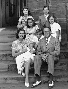 Young Jackie Bouvier with her step family.  Her mother had married Hugh Achincloss who had children from a prior marriage and had children with Jackie's mother Janet as well.  Jackie's sister Lee is in the middle row on the right hand side.