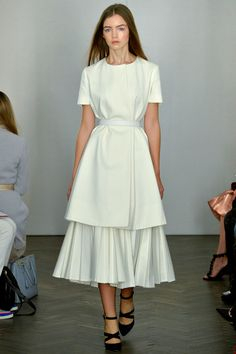 Emilia Wickstead Spring 2014 Ready-to-Wear Collection Photos - Vogue Modest Outfits, Modest Fashion, Fashion Dresses, London Fashion Weeks, Haute Couture Style, Fashion Show Collection, Mode Inspiration, Emilia Wickstead, White Fashion
