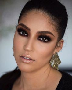 Glam #alcantaramakeup #makeupartist #makeup #eyeslashes #hudabeauty #makeupaddict #anastasiabeverlyhills