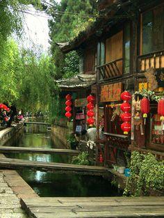 via www.mountainadventures.com Lijiang Old Town, Yunnan, China