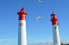 """Les """"Faux jumeaux"""" de l'île d'Aix : le phare et sa tour écran"""