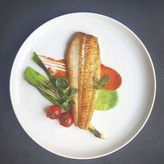 Simple and beautiful. Great plating for fish filet. - My Cooking Ideas 2019 Fish Recipes, Gourmet Recipes, Cooking Recipes, Gourmet Foods, Gourmet Desserts, Gourmet Food Plating, Food Plating Techniques, Food Decoration, Fish Dishes