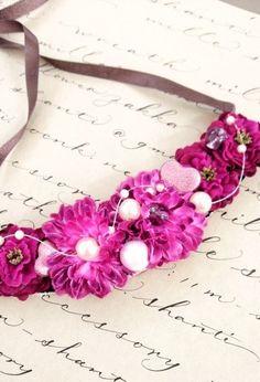 赤のグラデーションがとても上品ながらもインパクトのあるフラワーチョーカー風ネックレス☆お花と相性のいいパールも入って、さらに女性らしい表情が出ています。サテン...|ハンドメイド、手作り、手仕事品の通販・販売・購入ならCreema。